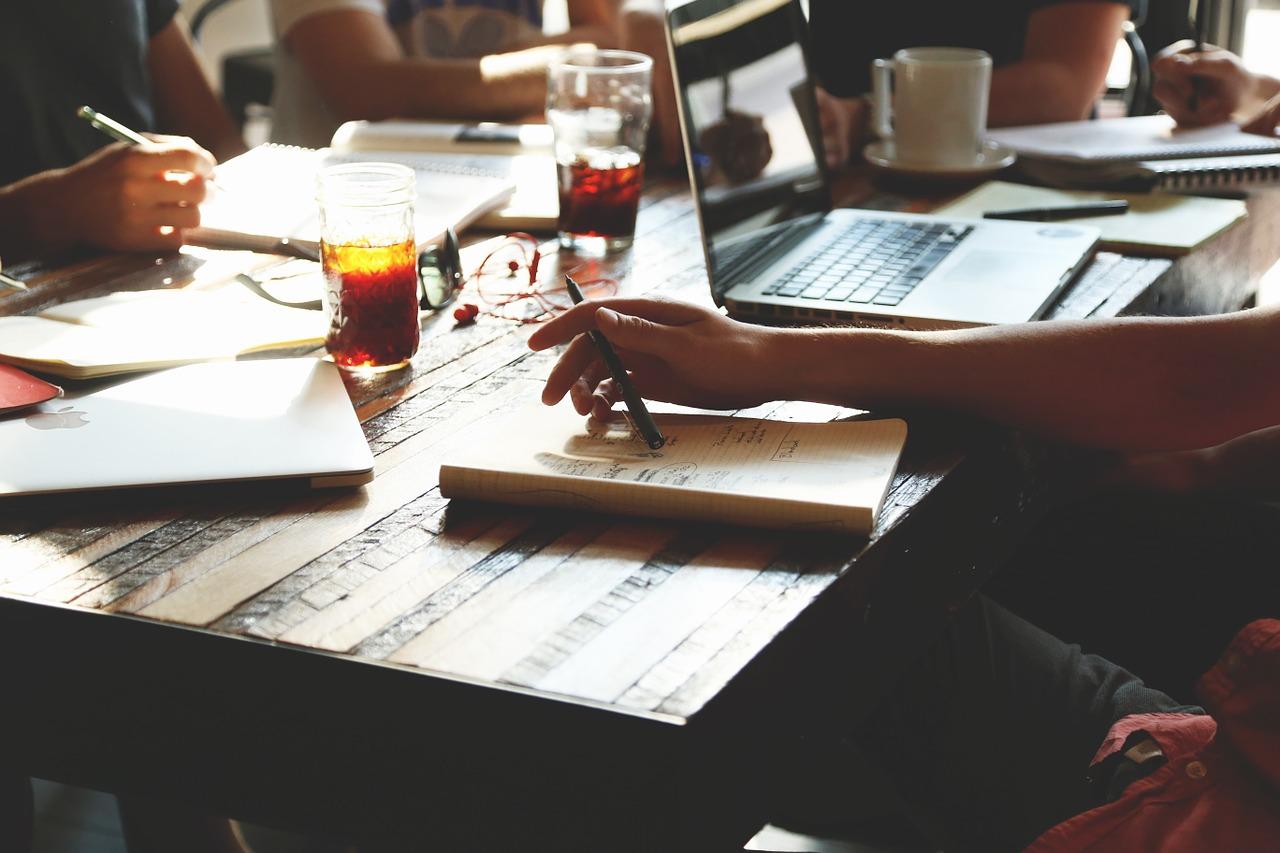 работа в офисе, запуск стартапа