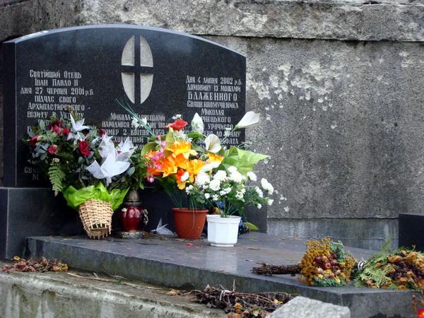 Могила Миколи Чарнецького