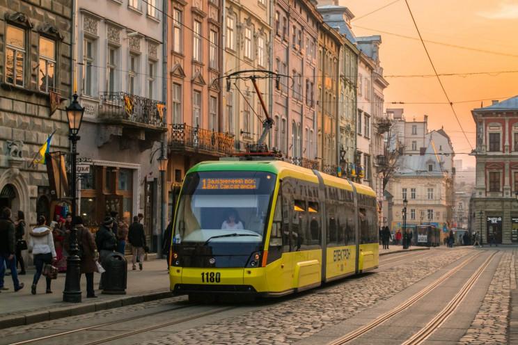трамвай у Львові